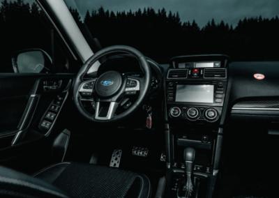 Interiér auta na Islandu Subaru Forester