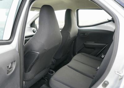 Toyota Aygo auto interiér