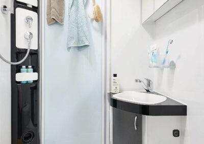 Koupelna ve velkém karavanu na Islandu